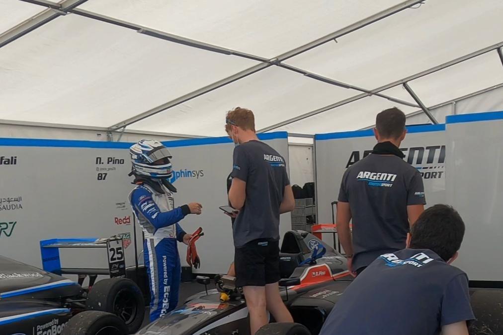 Nico Pino suma su primer punto en su debut en la Fórmula 4 británica